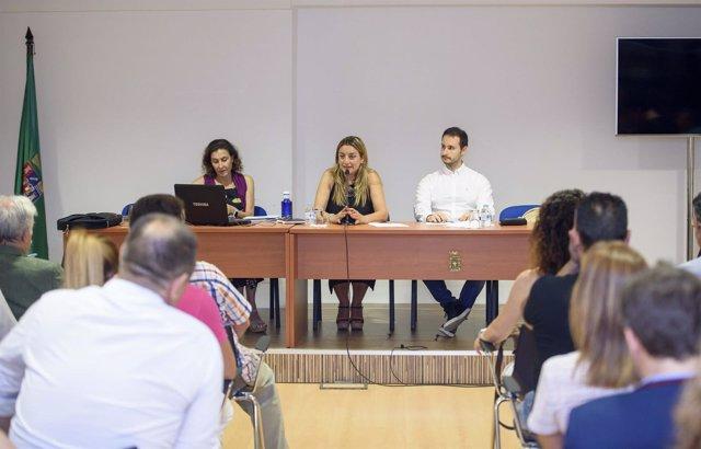 Los empresarios de 'Sabores Almería' y la diputada de Agricultura, en la reunión