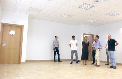 La Junta realiza obras en el colegio Mariana Pineda de Pizarra que permiten retirar un módulo de prefabricadas