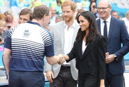 Meghan Markle luce en su viaje a Irlanda un look muy similar al del bautizo del príncipe Louis