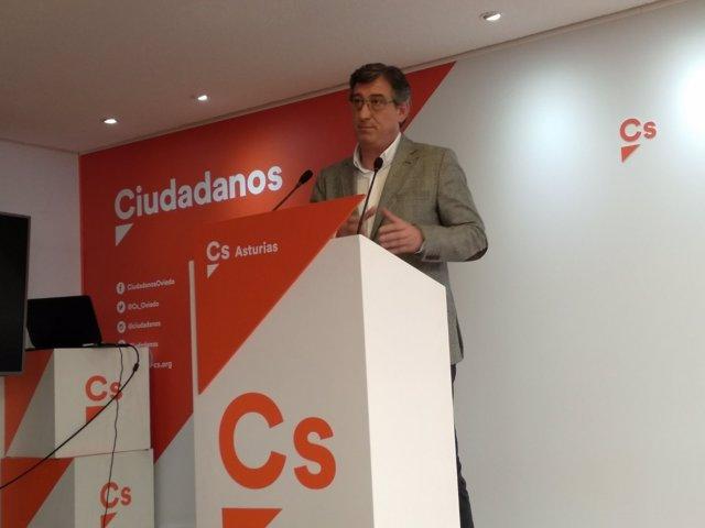 Ignacio Prendes, diputado por Asturias de Ciudadanos, en rueda de prensa.