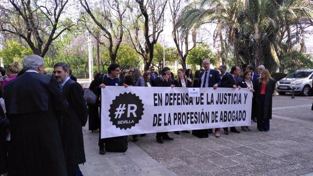 Concentración de abogados de oficio en defensa de la justicia gratuita