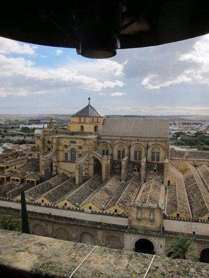 El Ayuntamiento de Córdoba autoriza al Cabildo para restaurar las cubiertas de dos naves de la Mezquita