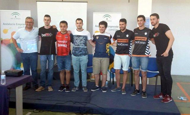 Responsables de Andalucía Emprende, de la empresa 'bePRO SPort' y jugadores