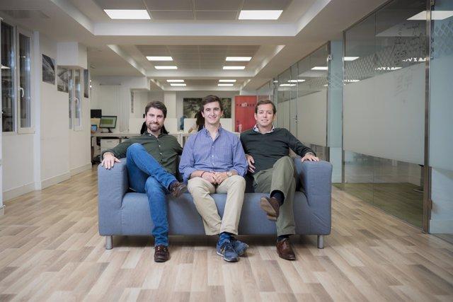 Los tres fundadores de Famaex en sus instalaciones.
