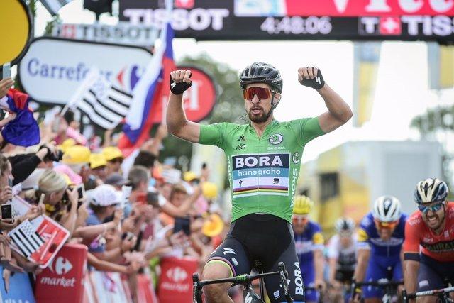 El ciclista eslovaco Peter Sagan (Bora), ganador de la quinta etapa del Tour