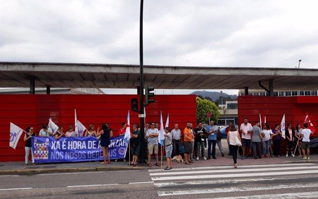 La CIG protesta ante PSA en Vigo por 'vulneración al derecho de conciliación': 'Estamos hartas de ser discriminadas'