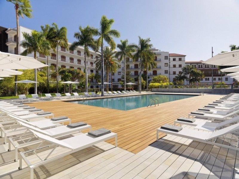 El hotel calvia beach the plaza cierra al p blico una de - Piscinas en palma de mallorca ...