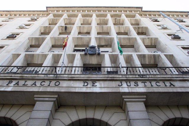 Exteriores de la Audiencia Provincial de Sevilla