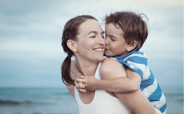 La influencia del estilo de vida materno en la salud de los niños, según Harvard