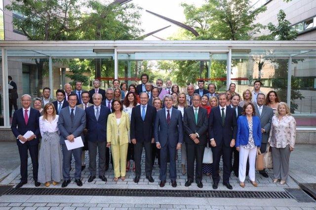 Grupo Parlamentario Popular en la Asamblea de Madrid con Pío Escudero
