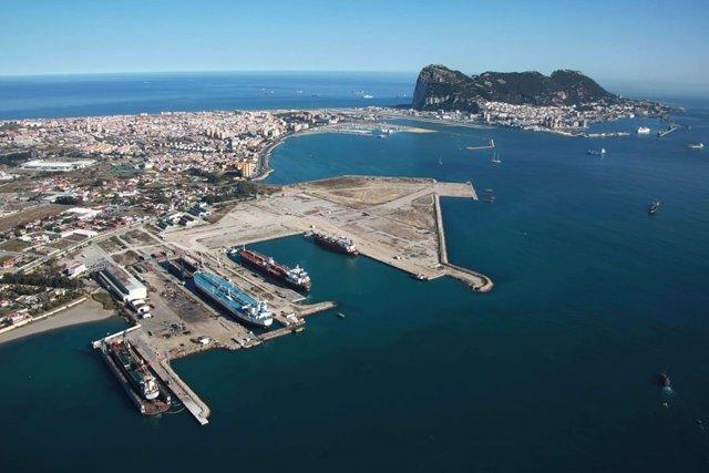 Instalaciones portuarias de Campamento en San Roque