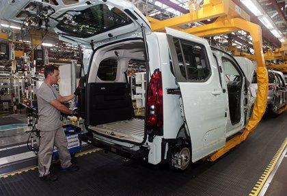 Las emisiones de CO2 de la producción de vehículos bajan casi un 24% en la última década, según ACEA