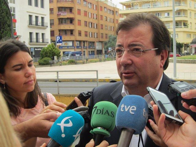 Vara atiende a los periodistas en Badajoz
