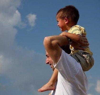 Investigan cómo el cerebro controla la crianza de los hijos