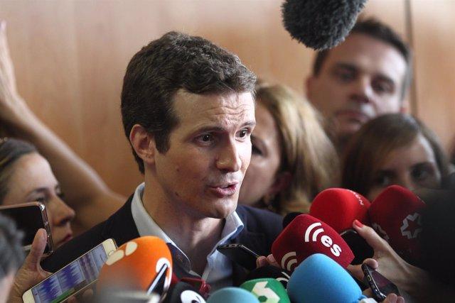 Pablo Casado atiende a los medios tras votar en las primarias del PP