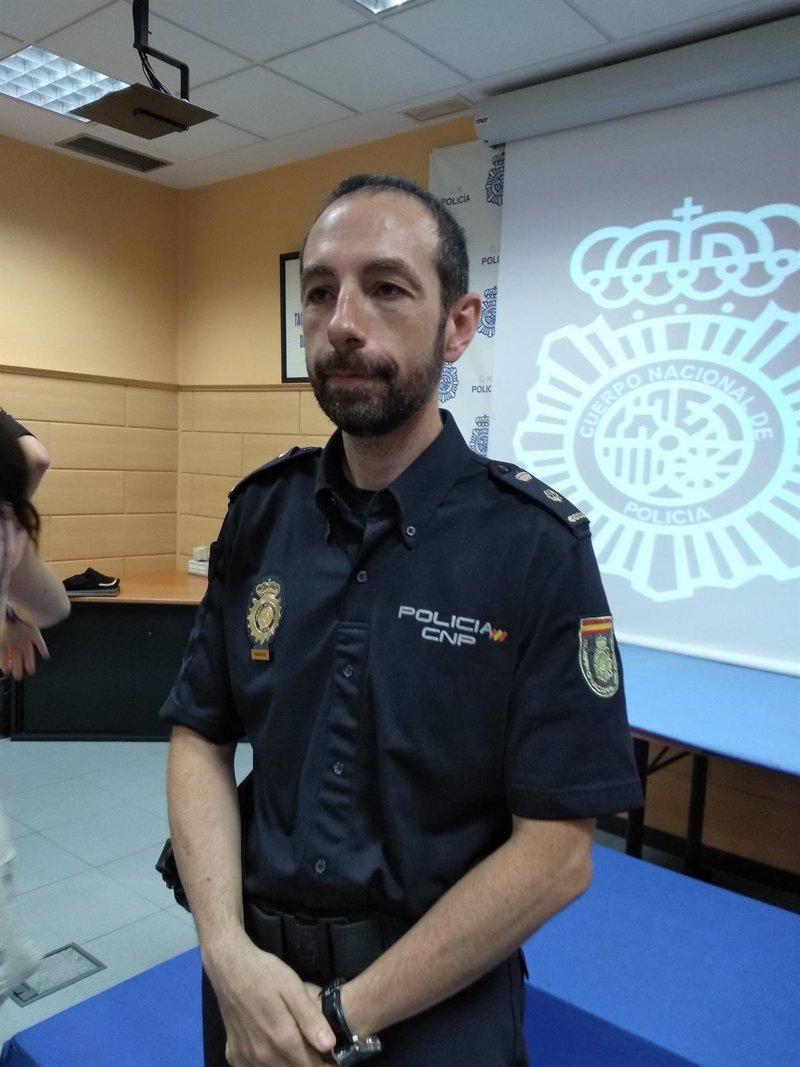 El inspector jefe ferm n trece o representar en asturias for Oficina policia nacional