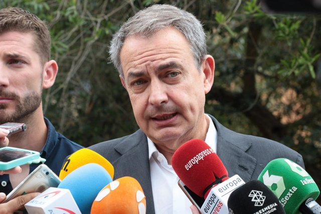 José Luis Rodríguez Zaptero atiende a los periodistas