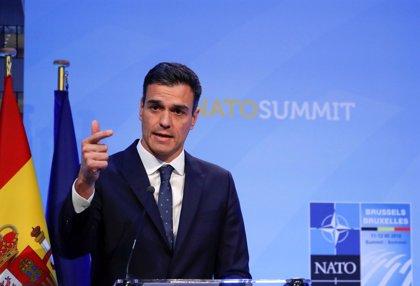 """Sánchez dice que el Gobierno español y catalán deben """"hacer política"""" y buscar soluciones dentro de la Constitución"""