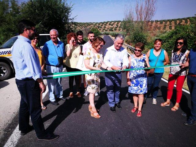 Cortan una cinta en la carretera entre Moclín y Colomera