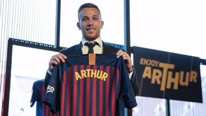 """Arthur: """"Voy a trabajar para llegar lo más cerca de Iniesta y Xavi"""""""