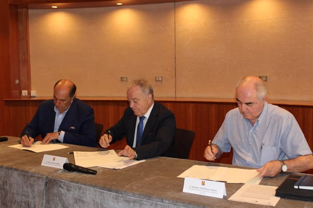 Firma del acuerdo para promover de nuevo el Programa Mentoring en Huesca