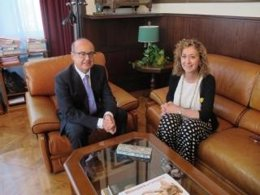 La consellera Ester Capella y el presidente del TSJC Jesús María Barrientos