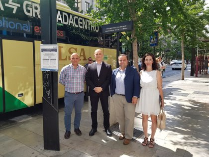 Instalan paneles electrónicos informativos en paradas del autobús del aeropuerto de Granada