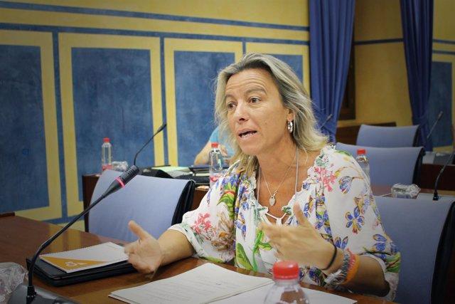 Isabel Albás en el Parlamento andaluz