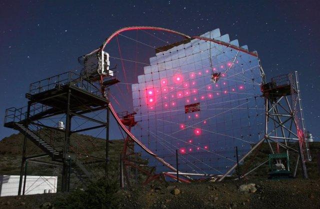 Uno de los telescopios MAGIC situado en el Observatorio del Roque de los Muchach
