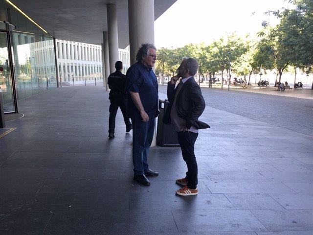 J.Tardà junto al J.Ginesta, a las puertas de la Ciudad de la Justicia