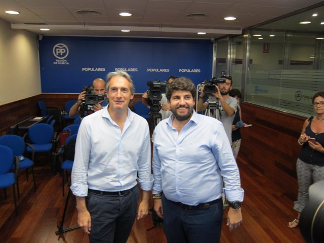 El ex ministro Íñigo de la Serna y el presidente López Miras