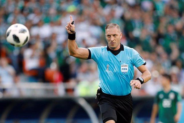 El árbitro argentino Néstor Pitana