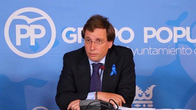 Martínez-Almeida en rueda de prensa