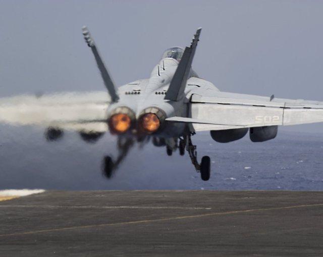 Un caza estadounidense destacado en la operación Resolución Inherente