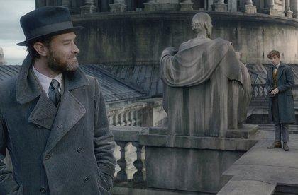 Dumbledore enseña al joven Newt Scamander en la nueva imagen de Animales fantásticos 2: Los crímenes de Grindelwald