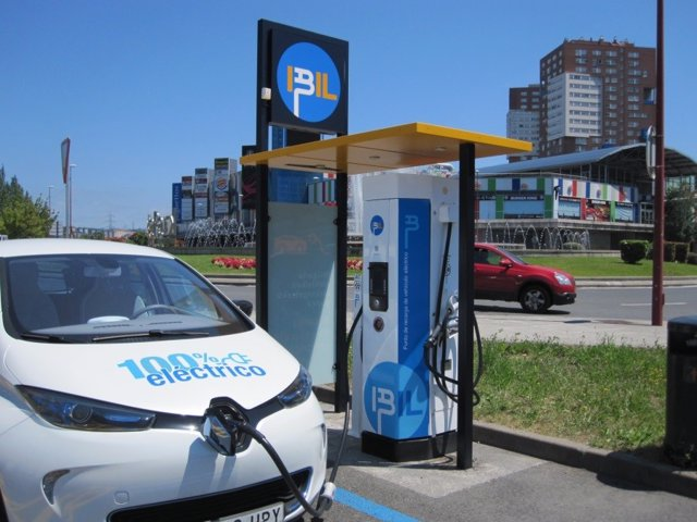 Recurso de vehículo eléctrico cargando