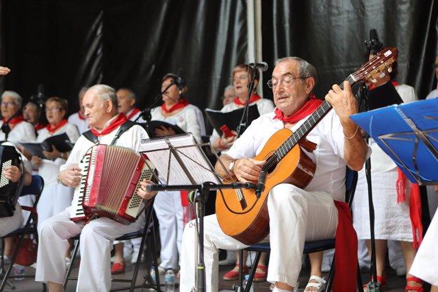 Recital de jotas por el Día de las Personas Mayores de San Fermín