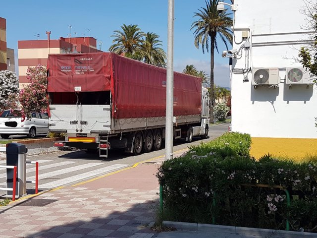 Camión incautado a narcotraficantes en la puerta de la Comandancia de Algeciras