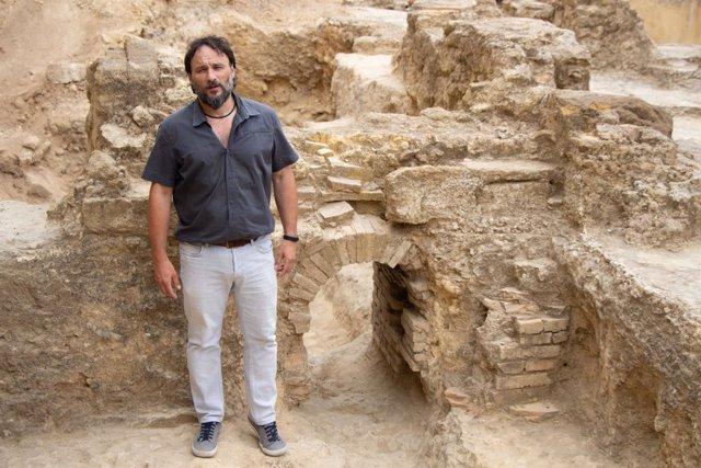 El arqueólogo Juan Román