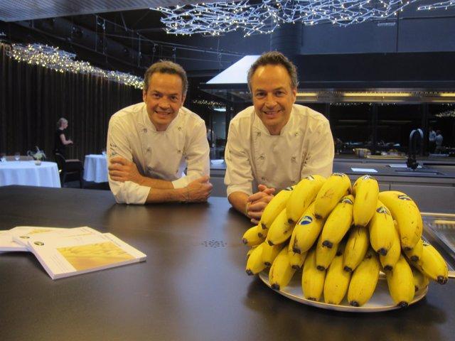 Javier y Sergio Torres en su restaurante 'Cocina Hermanos Torres'
