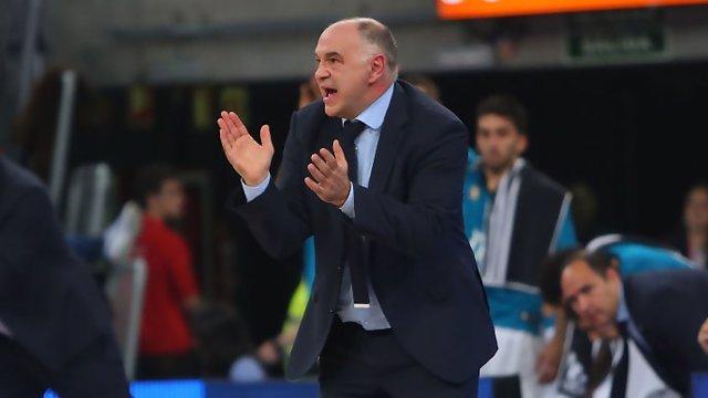 Pablo Laso aplaude a sus jugadores