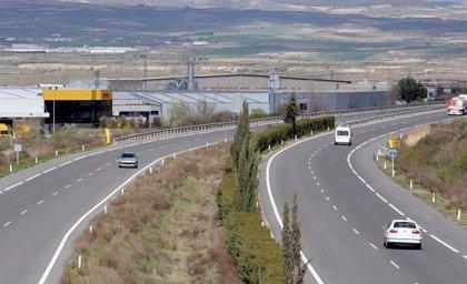 """Cuevas dice que """"se están cumpliendo las expectativas"""" con el desvío del tráfico pesado de la N-232 a la AP-68"""