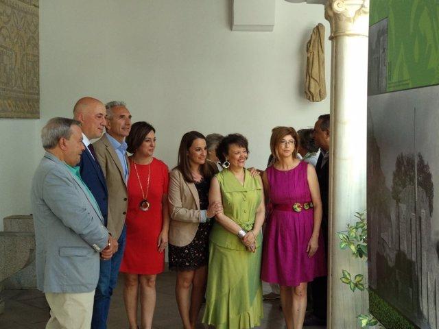 Autoridades visitan la exposición del Museo Arqueológico