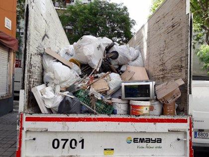 Retiran 2,3 toneladas de residuos en una nueva limpieza de espacios privados de uso público en Son Gotleu