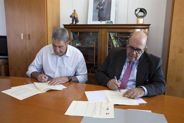 Oria firma el convenio con AFCA