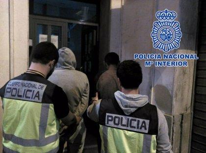 Detenidos tres miembros de una misma familia por presunta falsedad documental en sus DNI