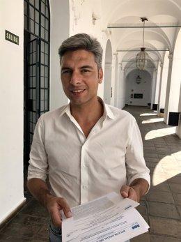 Andrés Lorite en los pasillos de la Diputación