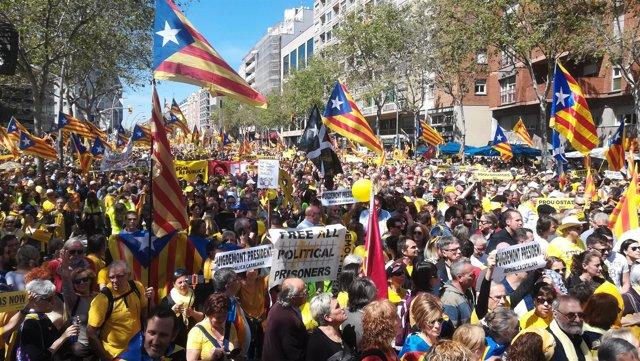 Manifestación de Barcelona por los presos soberanistas de abril.