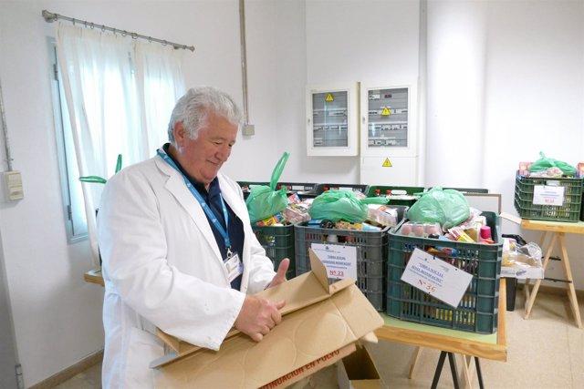 Voluntariado trabajando en el reparto de alimentos
