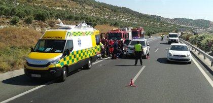 Herido y evacuado en helicóptero un conductor al volcar su coche en Estepa